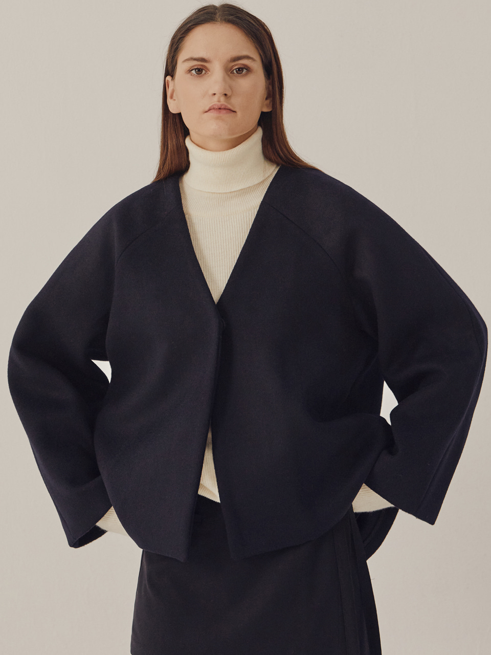 COLLARLESS CROP WOOL COAT_Navy