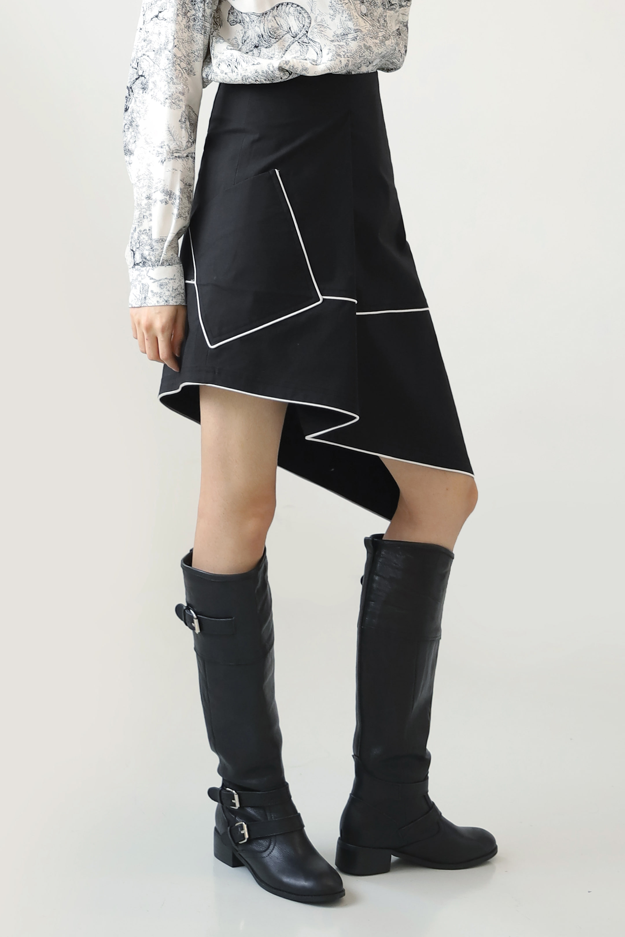 UNBALANCE PIPING SKIRT_Black / Out of Stock